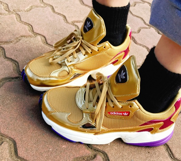 adidas(アディダス)ファルコンスニーカー