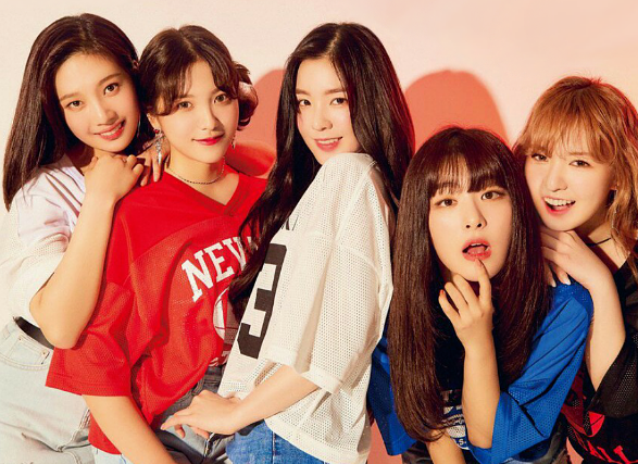 韓国ストリートファッションを着るK-POPアイドル