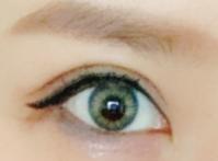 ティントブリングのグレーカラコンを装着した目