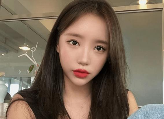 韓国メイクに赤リップを使う理由は、肌の白さと一番関係しているのかも?